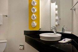 Motel Gilroy CA Bathroom