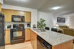 01 Bedroom Suite - Fully Equipped Kitchens