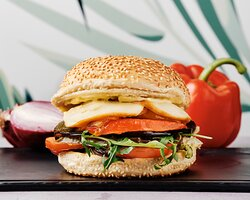 Veggie Burger  Sauce pesto, aubergine, courgette, poivron rouge, mozzarella