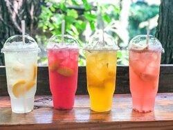 "Fresh squeezed lemonade ""Lemon Shakers"""