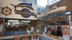 """Cafe &Hamburger """"Ra-maru""""のテラスで、コーヒータイム。大きな下田ハンバーグガー?は、食べなかったが、美味しそうです。次回、味見するか。。。"""