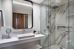 Executive Queen Room (Bathroom)
