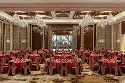 Astor Ballroom Round Table Set Up