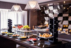 Enjoy a snack while checking in at the Club Lounge.