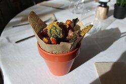 "KFV ""Verduras Kentucky""  Variado de verduras fritas en rebozado crujiente acompañadas de mayonesa de cebolla caramelizada"