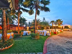 Our well kept manicures landscape garden with very strategically placed cottages, and our pool side lawns for celebration that special occasion.