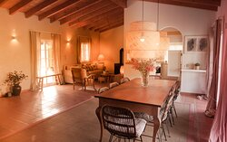 Prana Casa B&B Portugal dining table