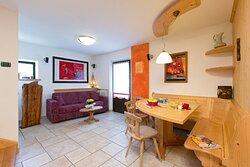 """Casa Napell dispone di 2 appartamenti bilocali e 1 grande appartamento quadrilocale """"De Luxe"""": arredati con buon gusto e un raffinato tocco d'Arte."""