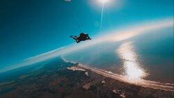 A empresa oferece a opção de saltar um cinegrafista para gravar o salto de outro ângulo.