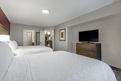 2 bdrm suite with 2 queen and 1 king bed, 2 bathrooms.