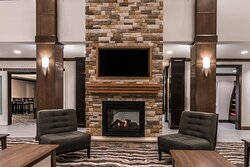 Great Room - Enjoy a chat with friends by our lobby fireplace.