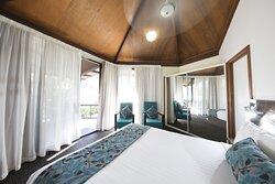 Sunset Villa with Indoor Spa Bath