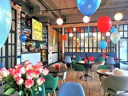 Приятная и комфортная атмосфера. Уютный интерьер зала и оригинальная игровая комната создают чудесное настроение.