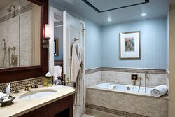 Caroline Astor Suite - Bathroom