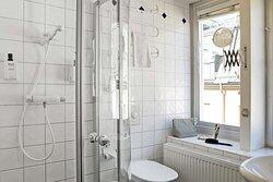 room superior bathroom