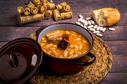 Fabada asturiana. Con todos sus ingredientes 100% asturianos. Hecha como siempre, con paciencia, con tiempo, con dedicación.
