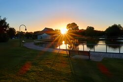 Sunset at Lake Weeroona, located directly opposite the Julie-Anna Inn, Bendigo accommodation.