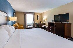 King bedroom w/ queen sleeper sofa. Sleeps up to 4 in spacious rm.