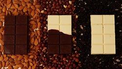 Barra de chocolate nos sabores: chocolate meio amargo com amêndoas, mesclada de chocolate meio amargo e chocolate branco com frutas secas e, por último chocolate branco com frutas secas.