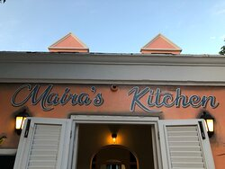 Heerlijk knus en gezellig restaurant met mooi muurschilderingen