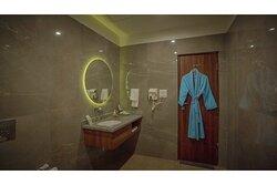Devandi Family Room Bathroom