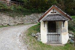 坂道にはヴィア・ドロローサ Via Dolorosa の留 station がある。