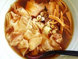 ワンタン麺 満卓