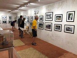 Turistas visitando el Museo de Yelapa