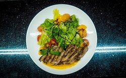 Salad Don With duck breast, pear, cherry tomatoes, iceberg lettuce, paprika, and special dressing