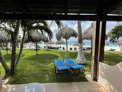 FIRST TIME IN ARUBA AND AN AMAZING STAY AND EXPERIENCE AT THIS RESORT!!!