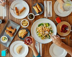 Los buenos momentos ocurren cuando nos reunimos a compartir la mesa. Nos vemos en Savora.