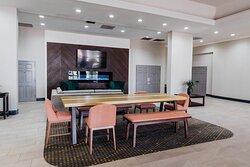 Holiday Inn Phoenix Mesa Chandler Hotel Common Table