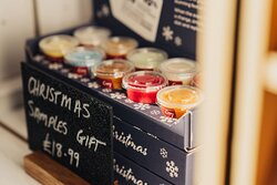 Cosy Aromas - wax melts and home scents