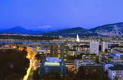 Enjoy the View of Geneva and its Water Fountain at night