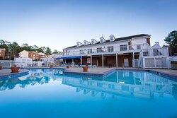 Outdoor swimming pool (open seasonally)