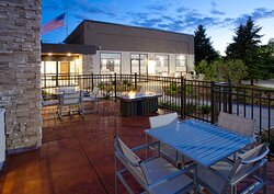 Minneapolis Hotel outdoor patio & firepit to socialize.