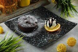 Шоколадный кекс с соленой карамелью