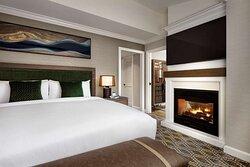 CWR Fairmont Gold Junior Suite Bedroom QKN