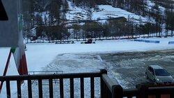 vista dal terrazzo che guarda le piste da sci di fondo