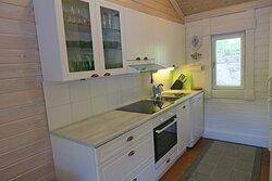 Villa Ozerossa on helppo viettää omatoimista lomaa. Hyvin varustellussa keittiössä valmistat herkulliset ateriat.