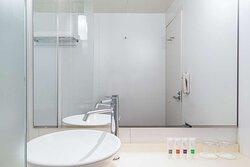 Swiss Advantage Room Queen Bathroom
