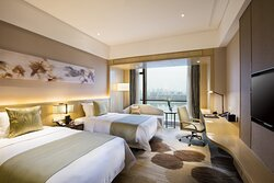 Crowne Plaza Riverview Room