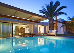 Club Suite 3Bedroom Private Pool Seafront