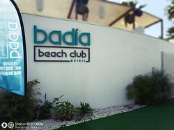 Logo Badía Beach Club & Restaurant.