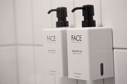 Scandic Berlin Potsdamer Platz room standard QR TR FR FF bathroom amenities extra