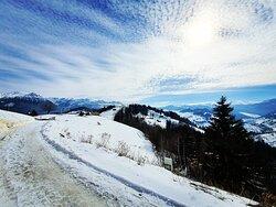 #senderismo por #nieve #hiking in the #snow #drumetie in #zapada #moieciudesus www.holatransylvania.com #holatransylvania#Rumania#Transilvania#senderismo#senderismodemontaña#hiking#hikingadventures#trekking#drumetie#mountains#excursion#daytour#montaña#tradicion#Carpatos#dracula#draculascastle#tradiciones#alojamientosrurales#dayTours#Transylvania#Carpathians#mountain#Romania#romania🇹🇩
