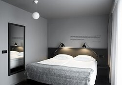 B86398 Guest Room