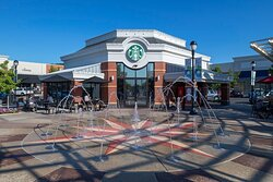 Town Square is in the heart of the shopping center with plenty of seating to relax.