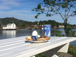 Peace full meals with a stunning view to nearby small Islands.