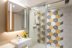 Shama Island North Hong Kong Superior Room Bathroom